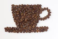 Gebratene Kaffeebohnen Cup und Saucer lizenzfreie stockbilder
