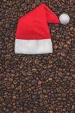 Gebratene Kaffeebohnen Hintergrund, Großaufnahme Guten Rutsch ins Neue Jahr und Weihnachten lizenzfreie stockfotografie