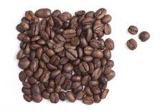 Gebratene Kaffeebohnen sind ein Viereck Stockbilder