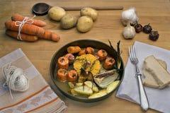 Gebratene Karotten mit Orange, Knoblauch und Thymian lizenzfreies stockfoto