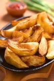 Gebratene Kartoffel-Keile Stockbild