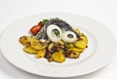 Gebratene Kartoffeln mit Fischen Lizenzfreies Stockfoto