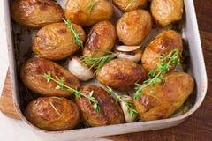 Gebratene Kartoffeln mit Knoblauch Stockfotografie