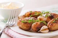 Gebratene Kartoffeln mit Knoblauch Lizenzfreie Stockbilder