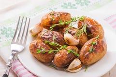 Gebratene Kartoffeln mit Knoblauch Stockfotos