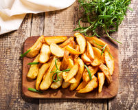 Gebratene Kartoffeln mit Rosmarin Lizenzfreies Stockbild