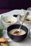 Gebratene Knoblauch-Kartoffelsuppe Stockfotos