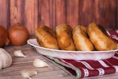 Gebratene Pastetchen mit Kartoffeln Lizenzfreie Stockfotos