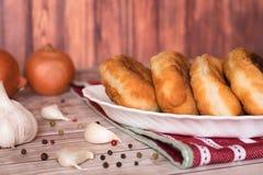 Gebratene Pastetchen mit Kartoffeln Lizenzfreie Stockbilder
