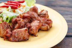 Gebratene Schweinefleischschweinsrippchen mit Knoblauch Lizenzfreies Stockbild