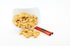Gebratene Tofu-Sojabohnenöl-Bohnengallerte mit Ess-Stäbchen Lizenzfreie Stockbilder