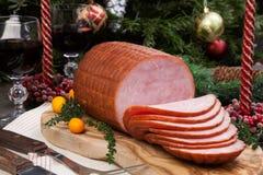 Gebratener glasig-glänzender Weihnachtsschinken Lizenzfreies Stockbild
