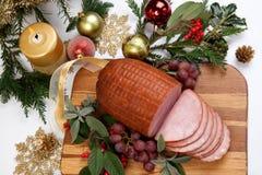 Gebratener glasig-glänzender Weihnachtsschinken Stockfotos