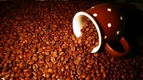 Gebratener Kaffeebohnehintergrund Lizenzfreie Stockbilder
