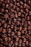 Gebratener Kaffeebohnehintergrund Stockbild