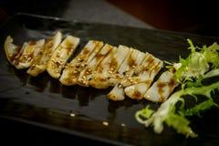 Gebratener Kalmar am japanischen Restaurant Stockbilder