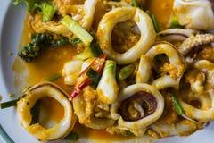 Gebratener Kalmar mit gesalzenem Ei Meeresfrüchte von Thailand Lizenzfreie Stockbilder