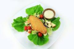 Gebratener panierter Fische Salat Lizenzfreie Stockbilder