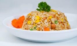 Gebratener Reis. eine Reihe von neun asiatischen Nahrungsmitteltellern. Stockfoto