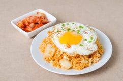 Gebratener Reis Kimchi mit Spiegelei auf die Oberseite Stockfotografie
