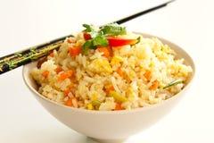 Gebratener Reis mit Ei in einer Schüssel lizenzfreie stockfotografie