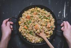 Gebratener Reis mit Garnele Gesunde asiatische Nahrung Stockfoto