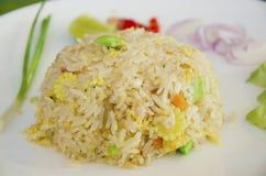 Gebratener Reis mit gesalzenen Fischen. Lizenzfreie Stockfotos