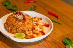 Gebratener Reis mit Meeresfrüchtekombination Stockbild