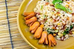 Gebratener Reis mit Würsten Lizenzfreies Stockbild