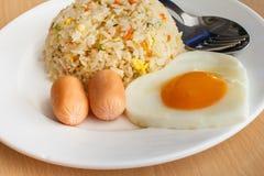 Gebratener Reis und Ei stockbilder