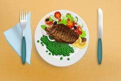 Gebratener Tilapia mit Gemüse lizenzfreie stockfotografie