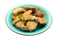 Gebratenes Fischseekaninchen (Schimärenfisch, Seeratte) auf einer Platte auf Whit Stockfotos