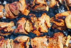 Gebratenes Fleisch auf Feuer Stockfotografie