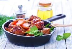 Gebratenes Fleisch mit Gemüse stockfotografie