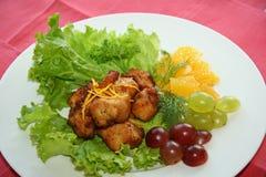 Gebratenes Fleisch mit Trauben stockbild
