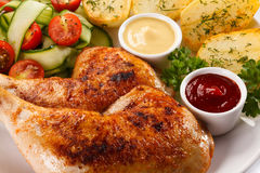 Gebratenes Hühnerbein Stockfoto