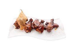 Gebratenes Hühnerbeine mit Soße Stockfoto