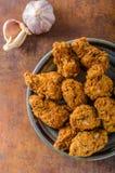 Gebratenes Hühnerflügel stockfotos
