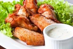 Gebratenes Hühnerflügel mit Soße Lizenzfreies Stockfoto
