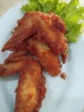 Gebratenes Hühnerflügel, thailändisches Straßenlebensmittel Stockfoto