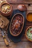 Gebratenes Hazel Grouse-Fleisch mit buckweat Brei und Preiselbeersoße stockbild