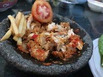 Gebratenes Huhn des Paprikas mit Pommes-Frites Stockfoto
