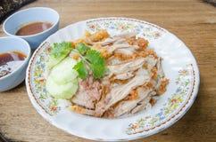 Gebratenes Huhn des thailändischen Lebensmittelfeinschmeckers mit Reis, khao Mann kai tod cris stockfotografie