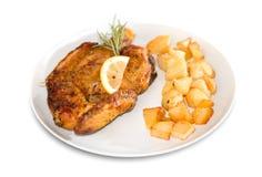 Gebratenes Huhn mit Bratenkartoffeln Stockbilder
