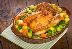 Gebratenes Huhn mit Gemüse Lizenzfreies Stockbild