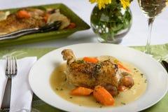 Gebratenes Huhn mit Karotten Lizenzfreie Stockfotos