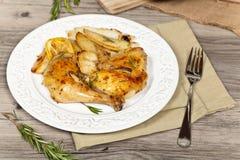 Gebratenes Huhn mit Knoblauch lizenzfreie stockbilder
