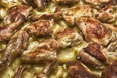 Gebratenes Huhn mit potatos Lizenzfreie Stockfotos