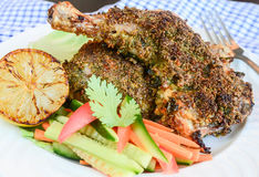 Gebratenes Huhn mit Quinoa-Kruste Stockfotografie