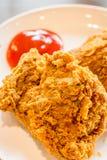Gebratenes Huhn mit Tomatensauce stockbild